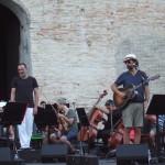 DSCF0016 - con Neri Marcorè - Sferisterio di Macerata. agosto 2019